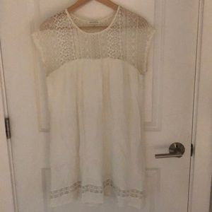 Summery mini dress with lace details